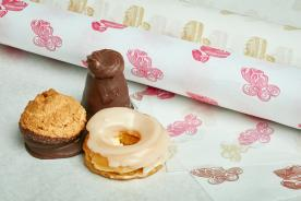 Printed greaseproof paper for wraping pastries and cake clices